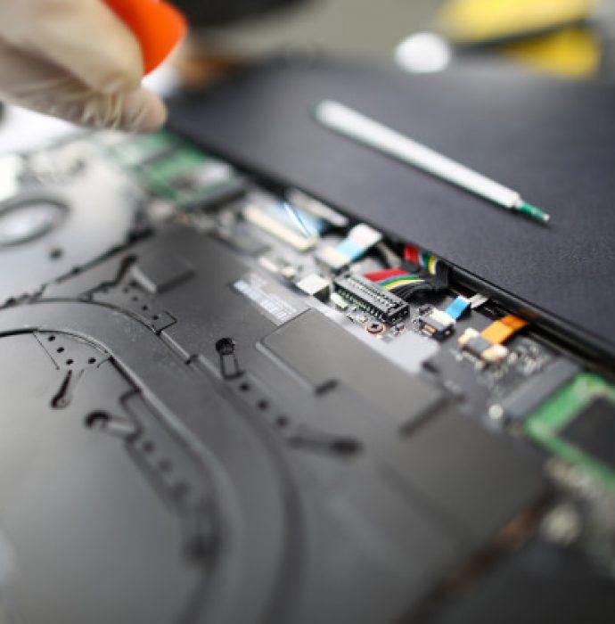 laptop-hardware-maintenance-fixing_151013-4718